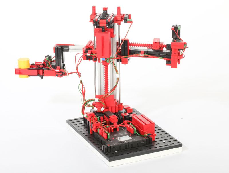 Robot de 3 ejes con pinza 9V - Simulación