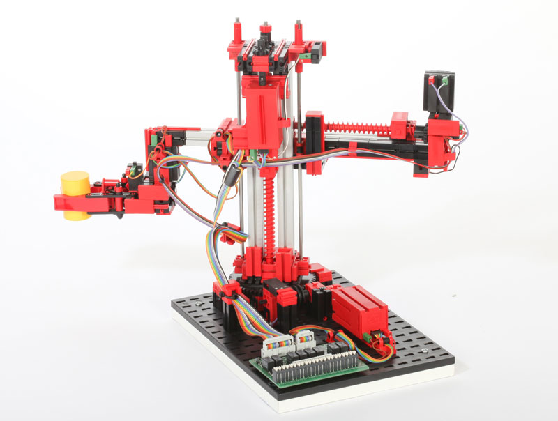 Robot de 3 ejes con pinza 24V - Simulación