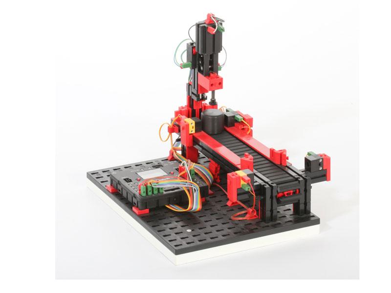 Troqueladora con cinta transportadora 9V - Simulación
