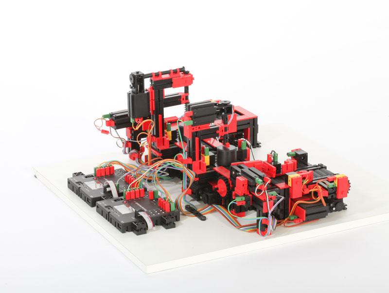 Cadena de producción con 2 estaciones de mecanizado 9V - Education