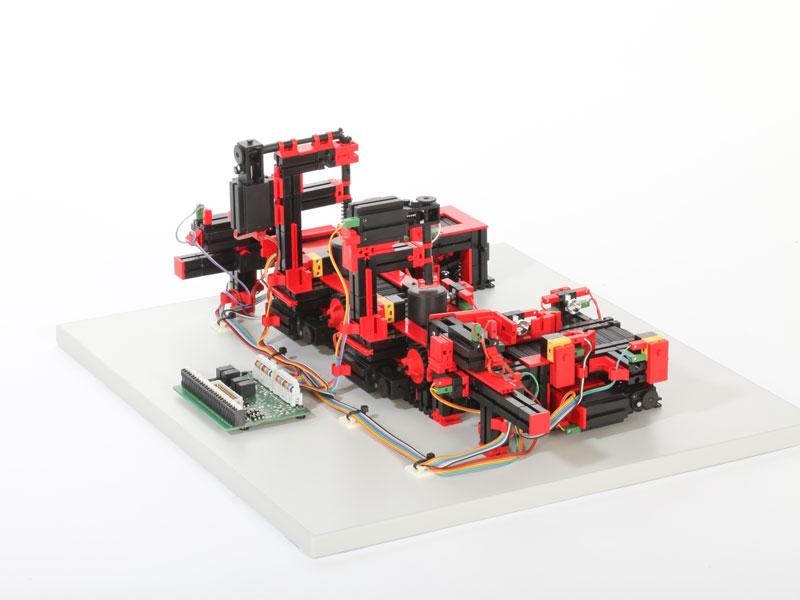 Cadena de producción con 2 estaciones de mecanizado 24V - Education